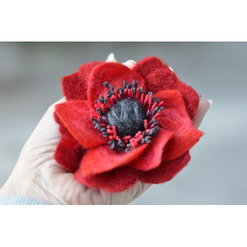 Червена анемония брошка 10 см