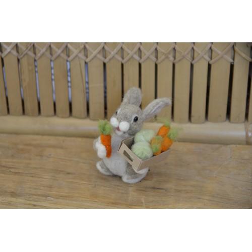 Фигурка зайче с моркови и зеле