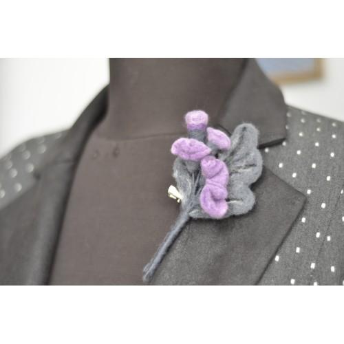 Лилаво и сиво клонче брошка 10 см